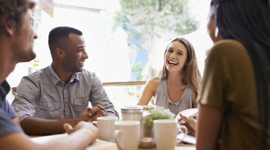 Изучать английский, чтобы свободно общаться с друзьями из зарубежа